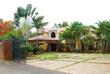 Casa Dorado Front